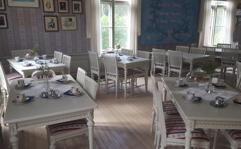 Vita fruns kaffekalas på Tottesunds herrgård